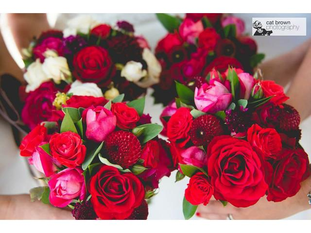 Lovely wedding flowers in reds and whites..