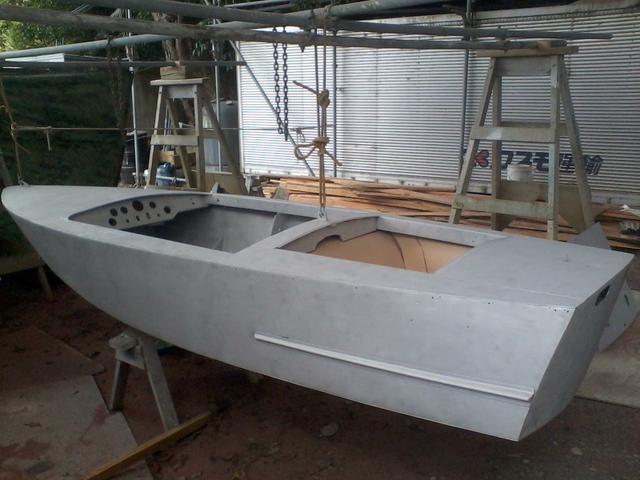 Aluminium boat blasted ready for painting