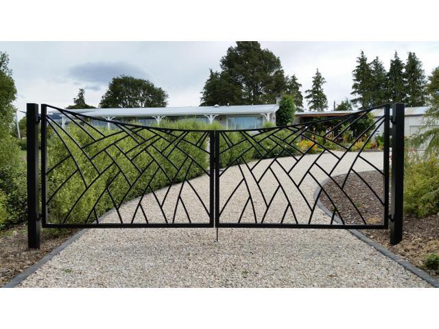 Stylised flax design double gates