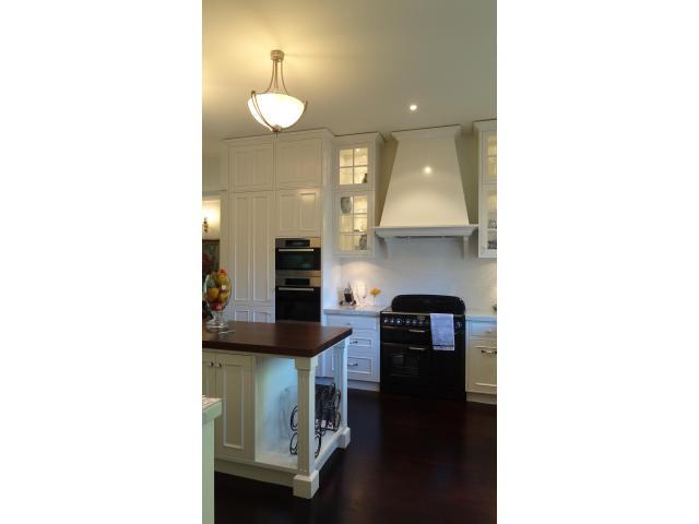 Classic style kitchen by Ingrid Geldof Design