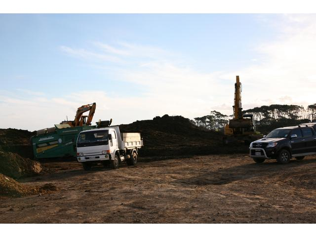 Large quantities of soil and clay if needed available at our McLaughlin Rd site.