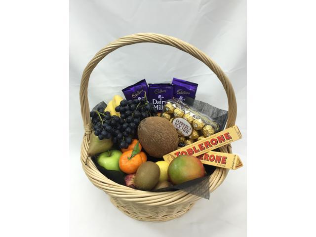 Bounty (fresh fruit & chcolate basket $159 )