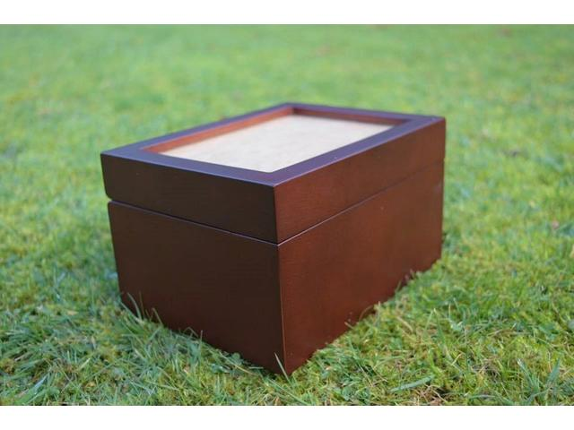 Fidelis Urn, place a special photo of your pet on the top