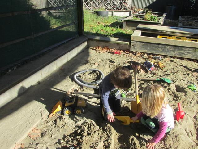 Children learn to explore,experiment with textures and the effects of gravity. I learn threw building and constructing.
