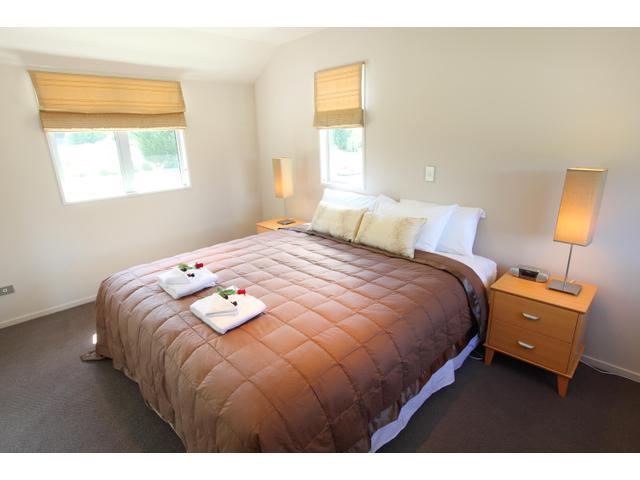 Superking Bedroom - Arrowtown Accommodation - Arrowfield Mews