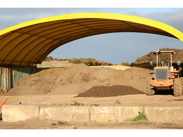 Our Topsoil department delivers quality screened topsoil.  Phone 09 2785258 to place an order.