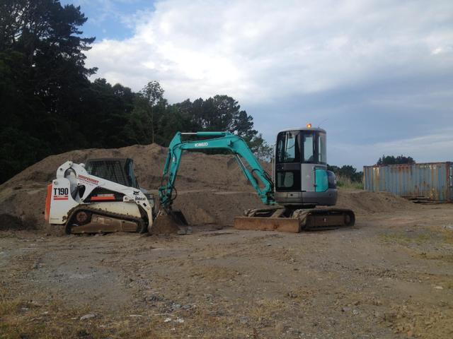 Trucks-Tracked Bobcat-Diggers 1.5 to 20 tonnes