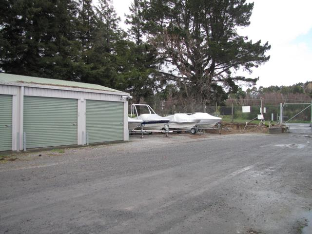 On site access with ample outdoor storage parking
